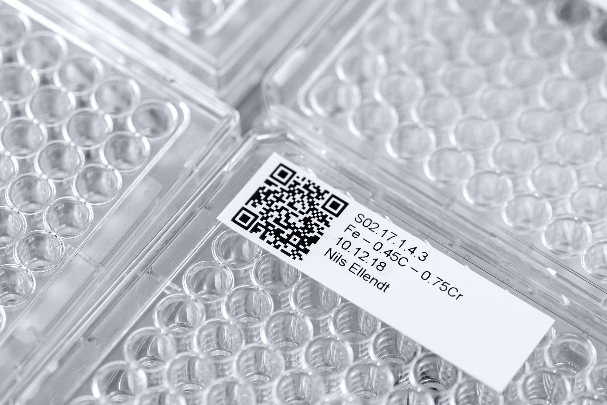 Sample container with a QR-Code.