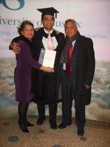 Photo of Alejandro Torrealba at college graduation with parents